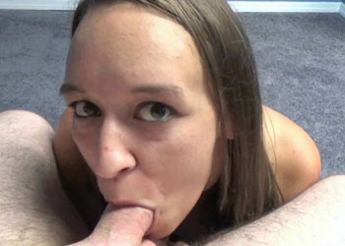 Nicci Taylor swallows a stiff cock